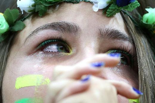巴西球迷伤心落泪图片
