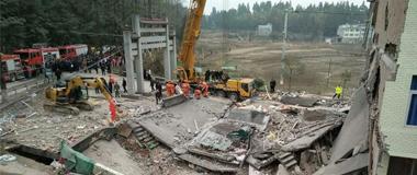 温州文成民房倒塌多人被埋