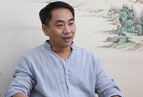瓷板画艺术家邵徽刚:瓷板上的青花水韵