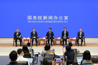 國新辦舉行企業家代表與中外記者見面會