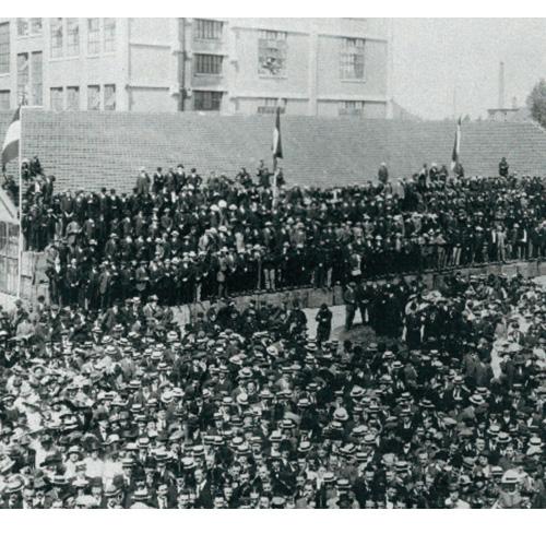 1900年:擁有2000名員工的飛利浦是荷蘭最大的雇主……【點圖查看詳情】