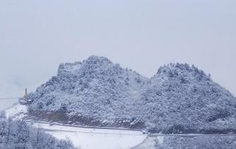 四川萬源八臺山迎今冬首場降雪