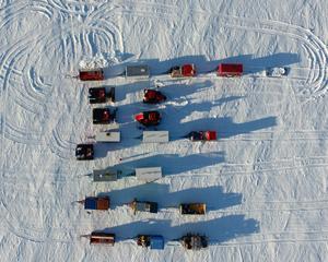 特寫:跨年夜,他們在南極冰蓋修車