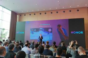 榮耀V20 MWC獲外媒好評 引領行業三大技術新趨勢