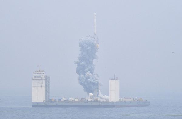 我國首次固體運載火箭海上發射技術試驗取得成功