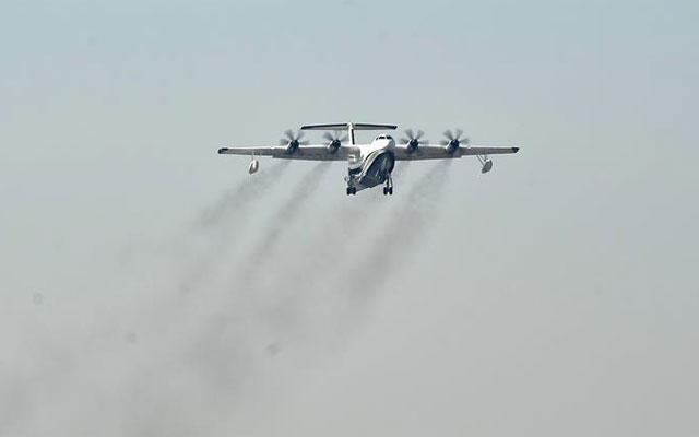 """""""鯤龍""""AG600在珠海金灣機場起飛"""
