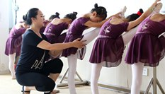 河北靈壽:暑期快樂學舞蹈