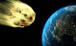 一顆小行星近距離飛掠地球