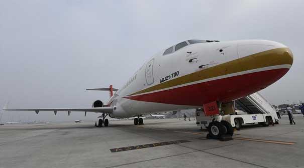 首架国产支线飞机arj21投入商业运营