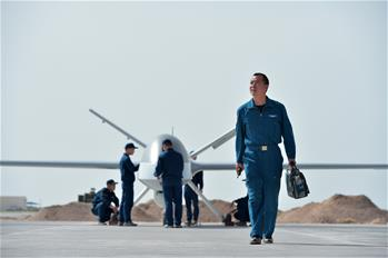 大地上的天空——空軍某試驗訓練基地無人機飛行員李浩投身改革強軍記事