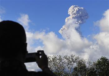 印尼阿貢火山持續噴發
