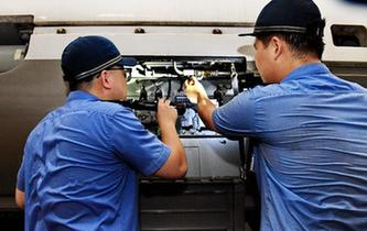 鐵路工人:戰高溫 保安全