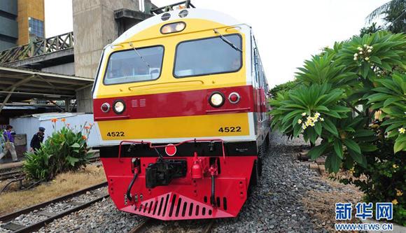 中國列車在曼谷火車站投入試運營(高清)