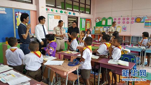 華僑大學泰國校友會會長林如生慰問華文學院志願者