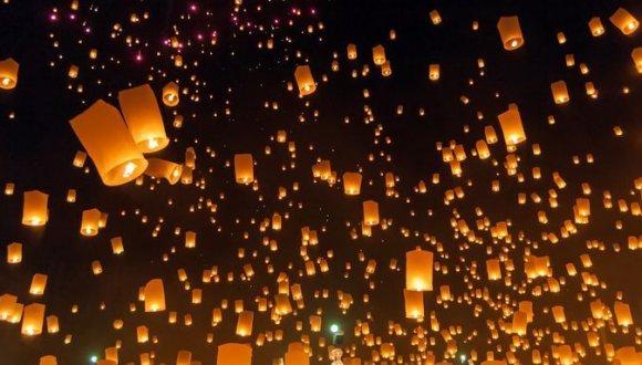 泰國清邁水燈節 萬盞天燈演繹極致浪漫