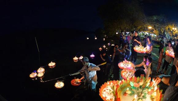 泰國僑民在文萊慶祝水燈節