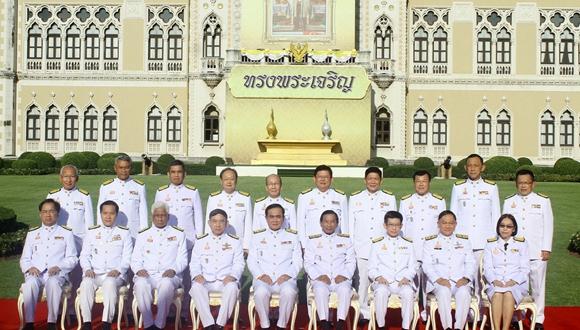 泰國總理巴育改組內閣 新閣員亮相拍合照