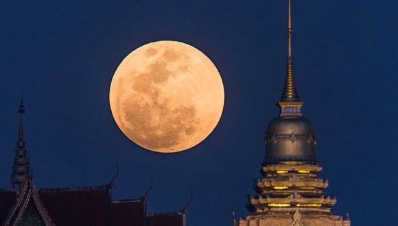"""天涯共此時 多國迎""""超級藍血月""""景觀"""