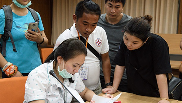 """""""這些家屬需要我們""""——記活躍在普吉救援中的中泰志願者"""