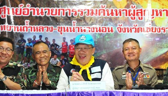 被困泰國洞穴的少年足球隊13人全部獲救