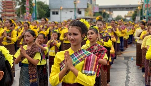 泰國孔敬近7萬民眾在馬路上跳舞 場面壯觀