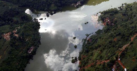 空军再次航拍牛栏江堰塞湖 部分民居被淹没