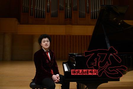 """【百態】""""90後""""鋼琴師的音樂路"""