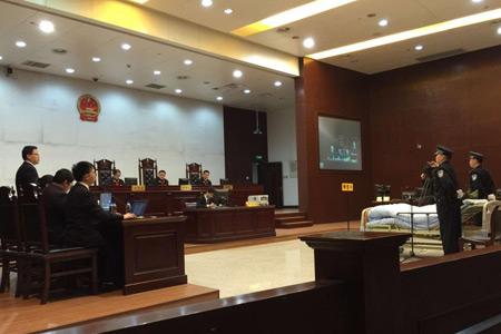 """""""杭州7·5公交縱火案""""庭審 被告人躺病床上出庭"""