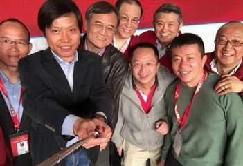 中國最有錢人竟也愛自拍 網友戲稱中國最任性自拍