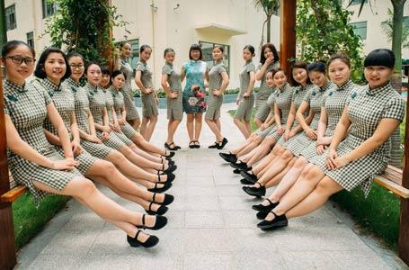 幼兒園老師穿旗袍上課 盡顯優雅范兒