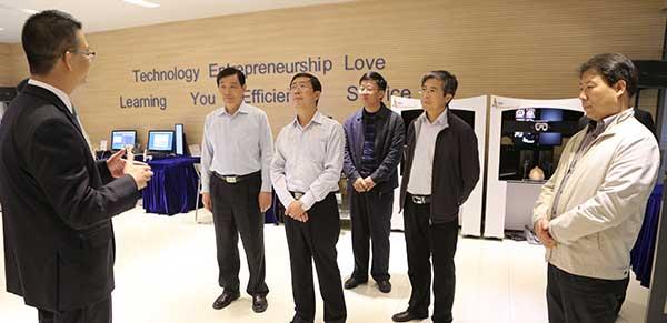 滨海新区区委常委、统战部部长高宝江深入高新区非公企业调研