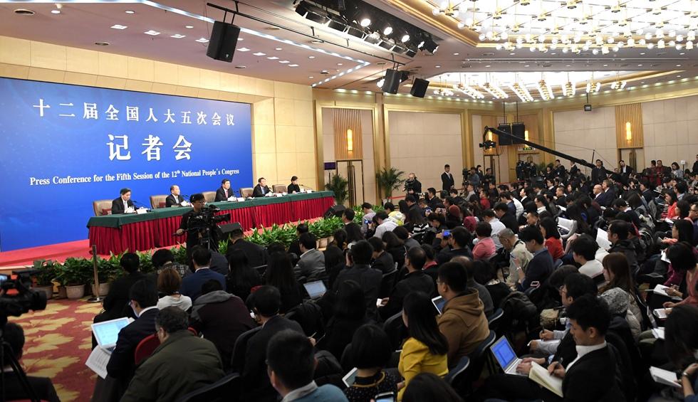 """國家發改委就""""經濟社會發展與宏觀調控""""答問"""