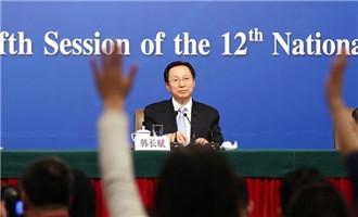 記者舉手向韓長賦提問