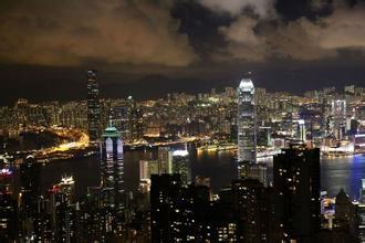 中央對香港行政長官是有標準的,是一貫的