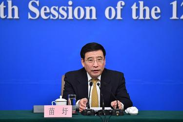 """工業和信息化部部長苗圩等就""""推進實施'中國制造2025'""""答記者問"""