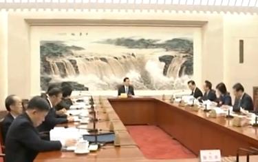 十二屆全國人大五次會議主席團常務主席第一次會議舉行