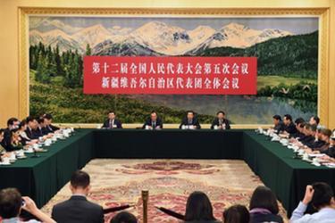 新疆代表團全體會議向媒體開放
