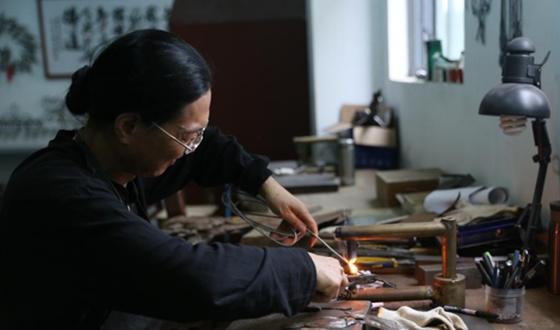 铁画工匠叶合:以铁为墨 千锤百炼乃成形