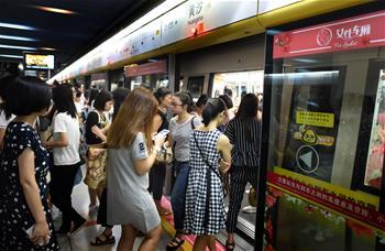 廣州地鐵一號線試點設女性車廂