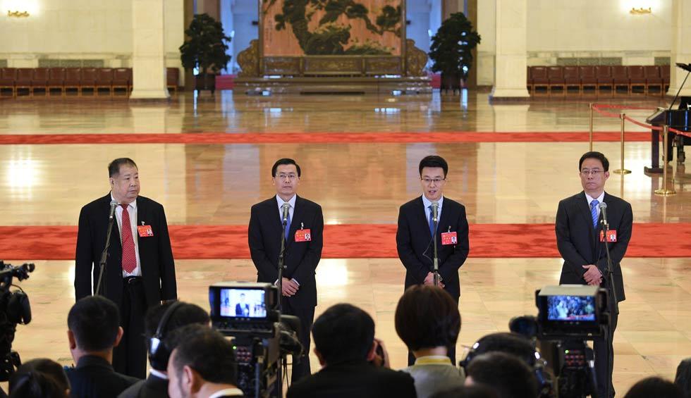 淩解放、王立平、徐川、黃一兵接受採訪