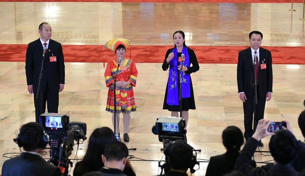 蔡松濤、杜麗群、楊小玲、賈立群接受採訪