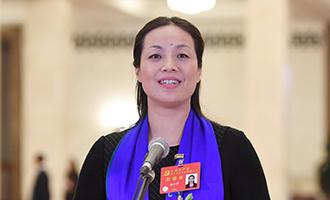 楊小玲代表接受採訪