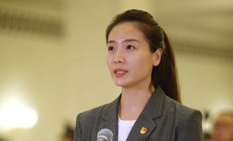 魏秋月代表接受採訪