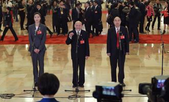 魏秋月、孟廣祿、薛晨陽代表接受採訪
