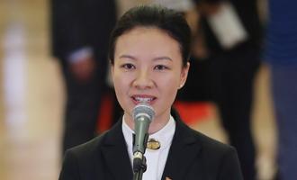 楊潔代表接受採訪