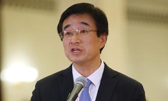 王辰代表接受採訪