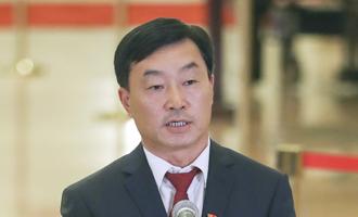 李新民代表接受採訪
