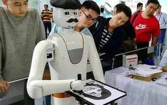 会画人像的机器人
