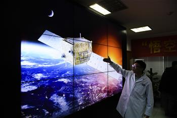 """""""搭便車""""的歷史偶遇——暗物質衛星""""悟空""""首席科學家常進的20年求索"""