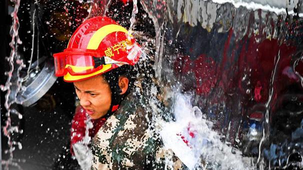 湖北省消防部队实战化比武竞赛在武汉举行